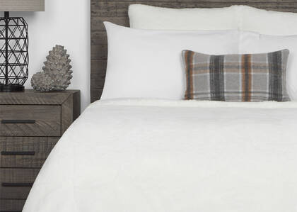 Flora Faux Fur Bedspread Queen White