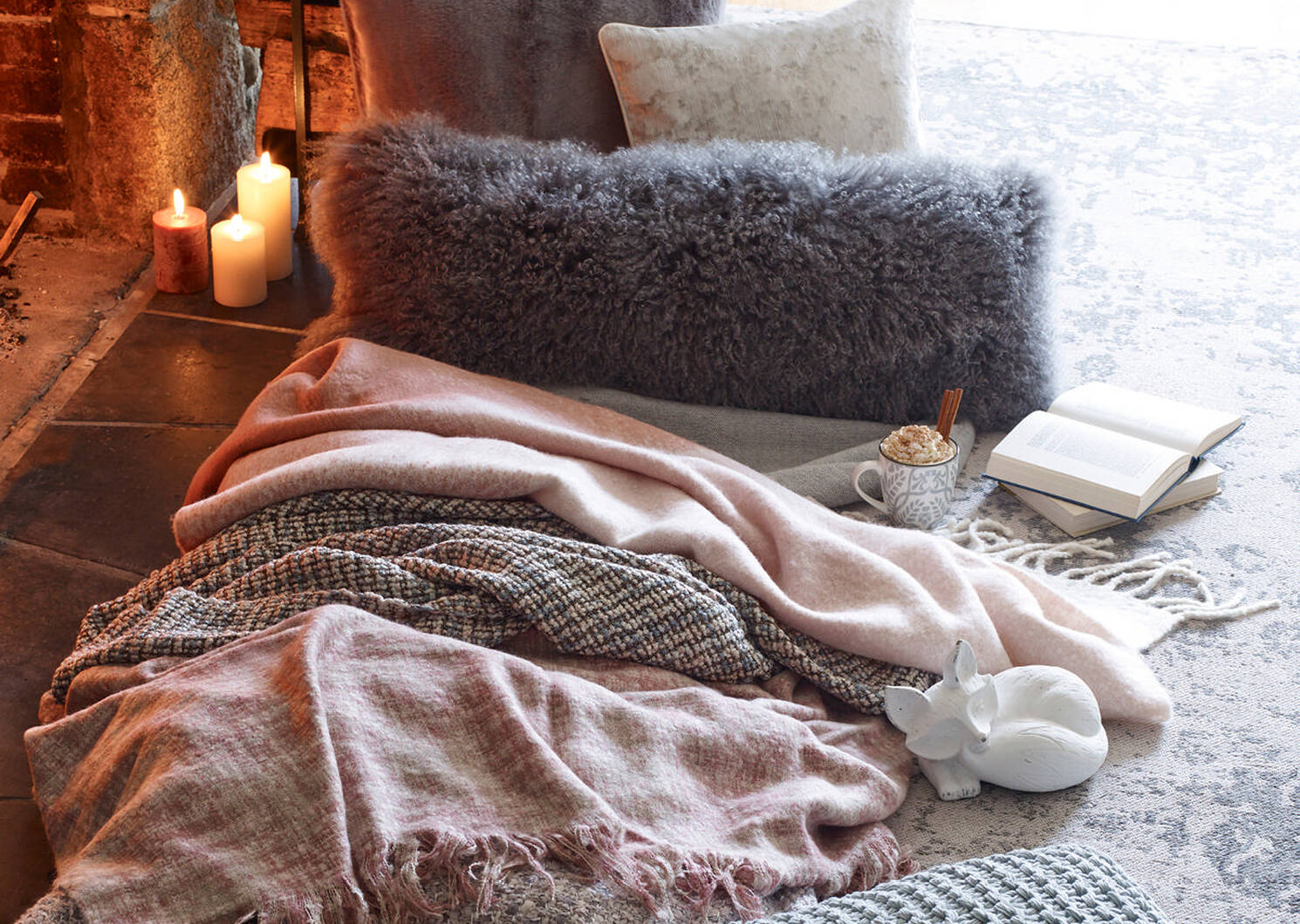 Remus Fox Laying White