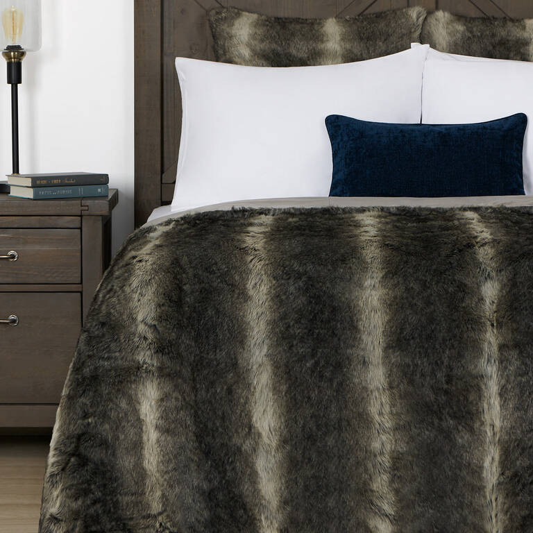 Fauna Faux Fur Bedspread Queen Grey W