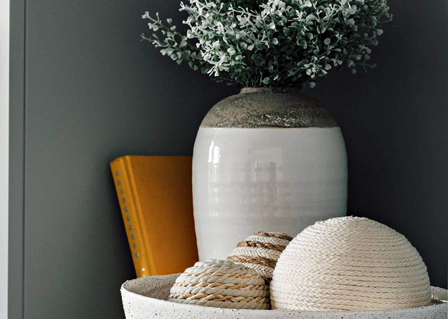 Janis Vases White