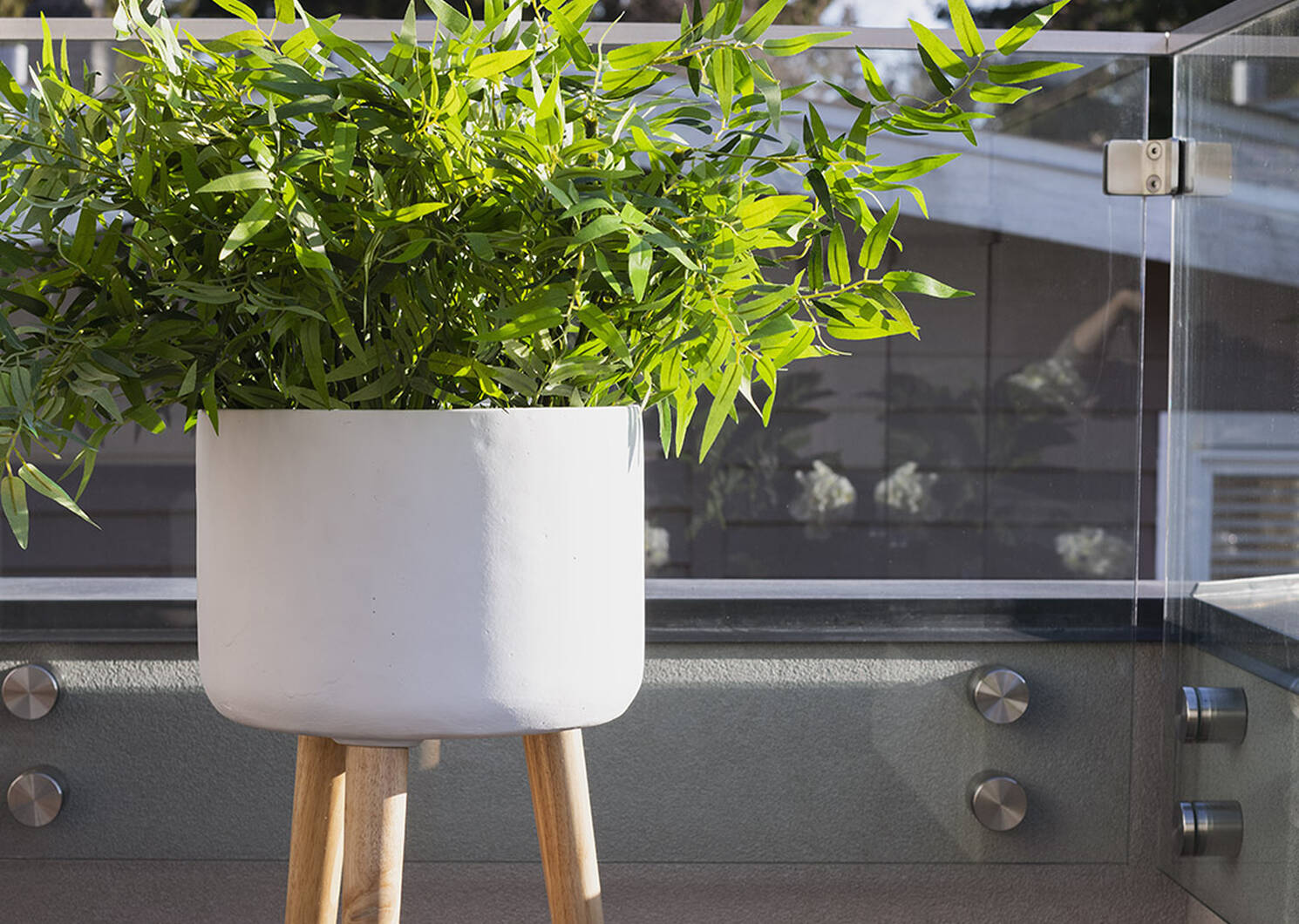 Kyrie Standing Planter Small White